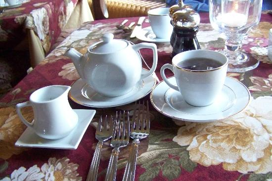 The Village Inn of Woodstock: Tea Service Breakfast