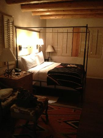 Rosewood Inn of the Anasazi: Luxurious Linens.