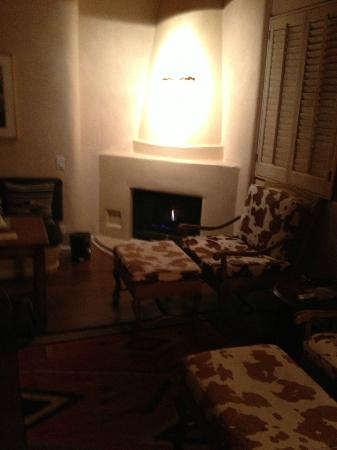 Rosewood Inn of the Anasazi: In Room Fireplace