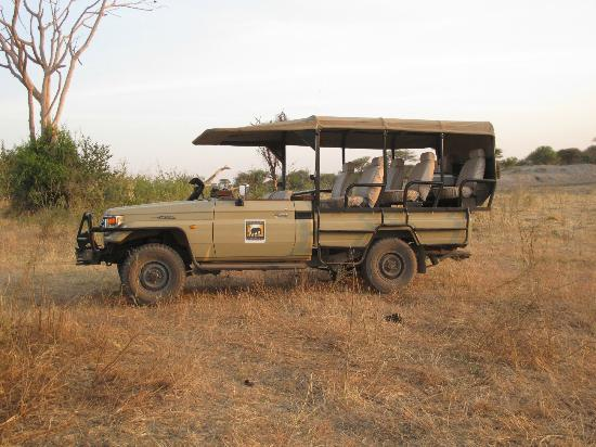 Manyara Ranch Conservancy: safari vehicle