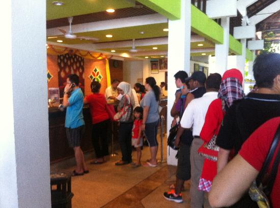 Pangkor Island Beach Resort: The length of the queue
