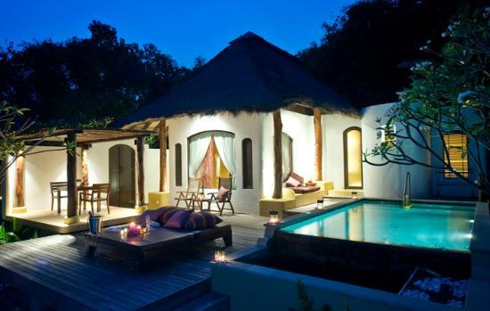 Paradee Resort & Spa Hotel: Pool Villa at night time