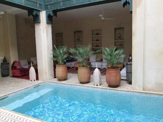 Riad Dar Bensouda: Beautiful pool and courtyard