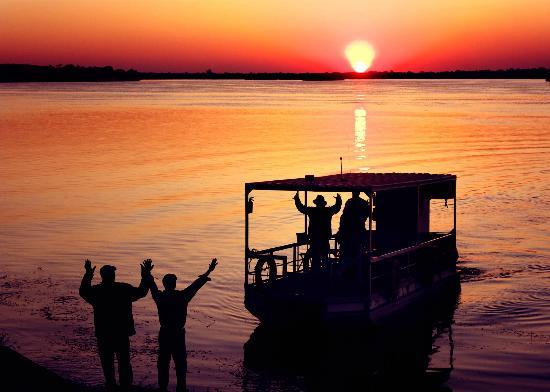 Gorges Lodge: A sunset river cruise