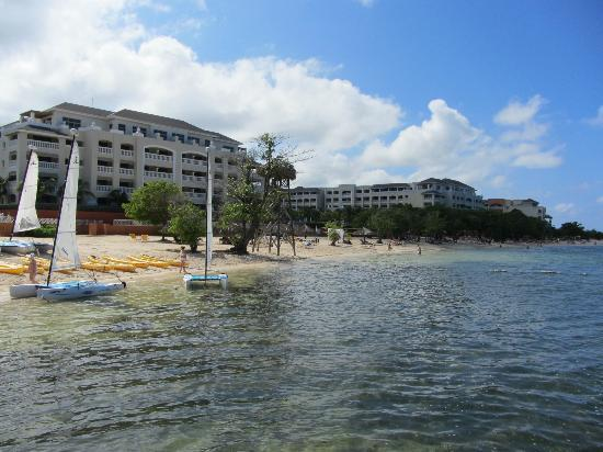 Iberostar Rose Hall Beach Hotel: Hotel from the pier