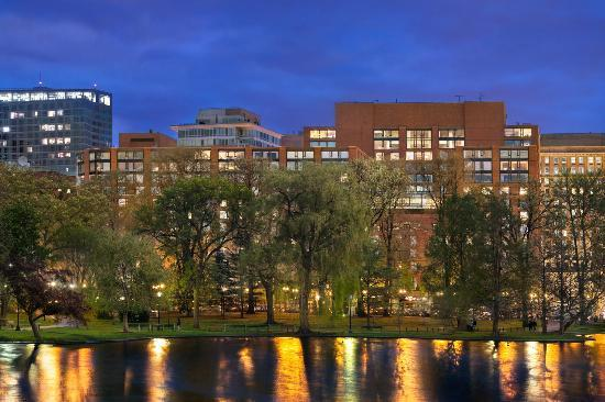 Four Seasons Hotel Boston: A view of the Hotel through the Public Garden