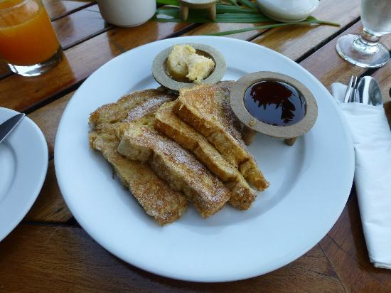 Wananavu Beach Resort: You MUST have the french toast with coconut butter