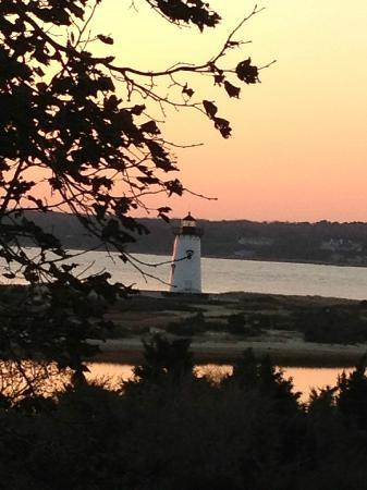 Harbor View Hotel: View of lighthouse from the hotel at sunrise