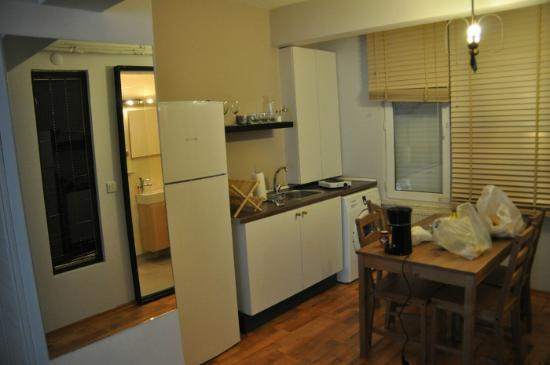 212 Istanbul Suites: dining kitchen area