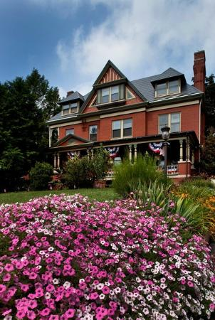 B.F. Hiestand House Bed & Breakfast