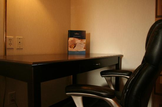 Baymont Inn & Suites Battle Creek Downtown: Guest Room Amenities