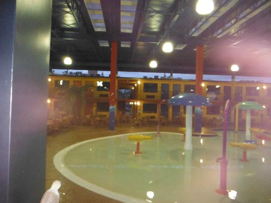Coco Key Hotel and Water Park Resort: Piscina