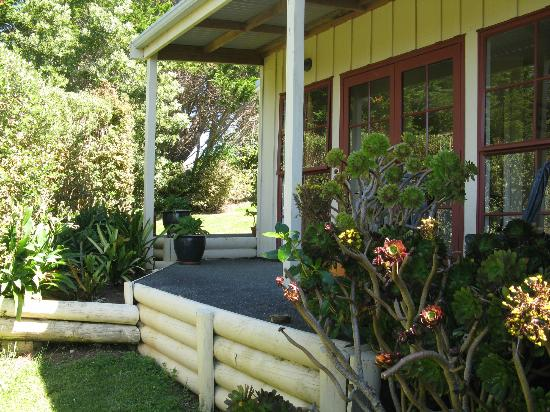Waipoua Lodge: Guest suites have private outdoor areas