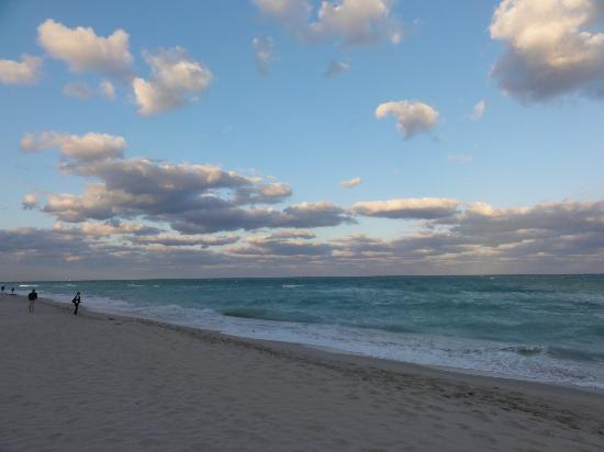 Churchill Suites Crown Miami Beach: Sunset über dem Meer = keine Sonne hier
