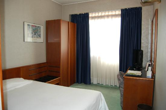 Single with french bed picture of abacus hotel sesto for What is a french bed in a hotel