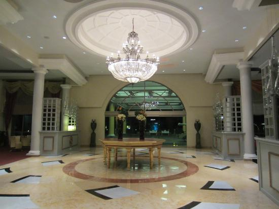 Iberostar Grand Hotel Paraiso: Main lobby entrance