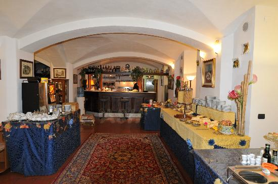 Residence La Contessina: Breakfast room with vast variety of hot and cold food; fruits, coffee, cappuccino, teas, breads