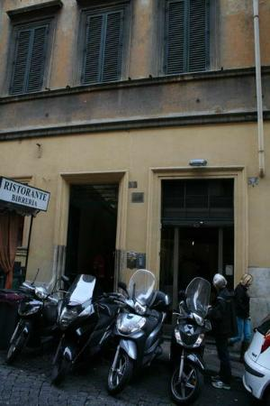 Residenza Ki Rome: Look for the hourse number rather than the name of the hotel.