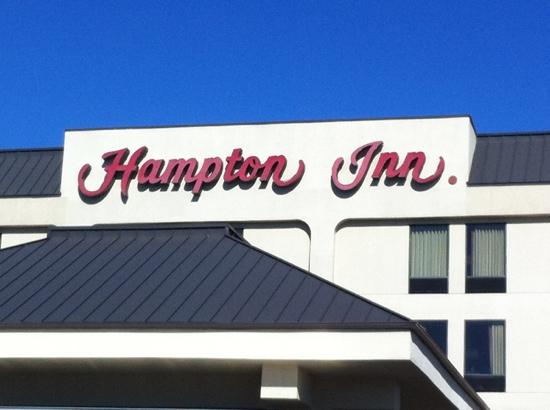Hampton Inn Hot Springs: Front View of the signage