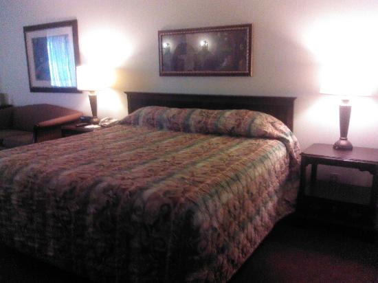 Tropicana Laughlin: king bed