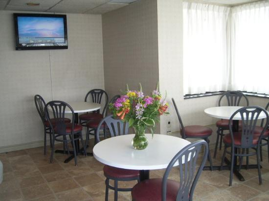 Comfort Inn Belleville: Enjoy our Breakfast Room!