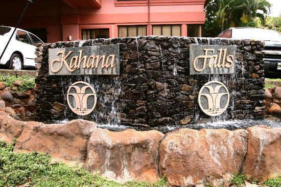 Kahana Falls: Welcome to Paradise!