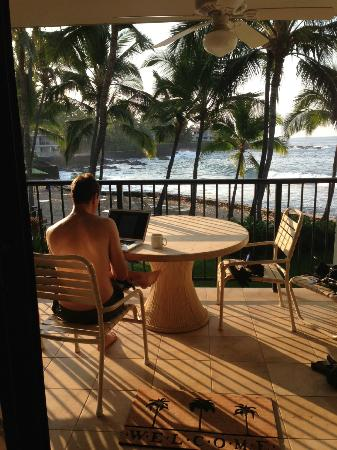 Aston Kona by the Sea: Not a bad place to enjoy a cup of Kona coffee!