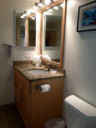 Aston Kona by the Sea: Smaller bathroom