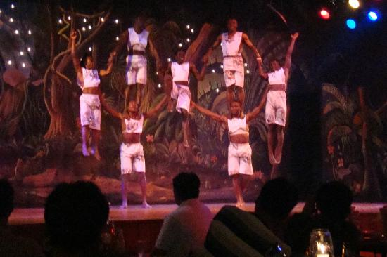 Safari Park Hotel: dancers