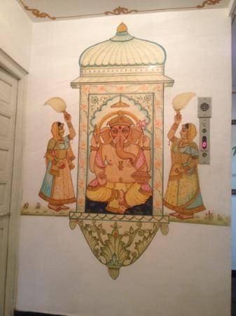 Mewar Haveli: art decor on the walls