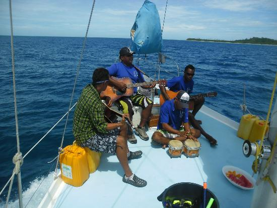 PJ&#39;s Ultimate Sailing &amp; Snorkelling Experience: The crew singing - 15/11/12