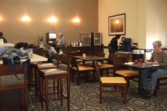 BEST WESTERN PLUS Newark/Christiana Inn: Breakfast