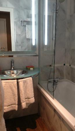 Bel-Ami Hotel: Bathroom, needs a bit of an overhaul