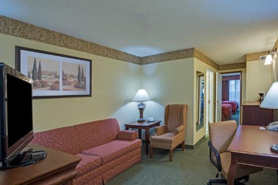 Country Inn & Suites Tinley Park: CountryInn&Suites TinleyPark  Suite