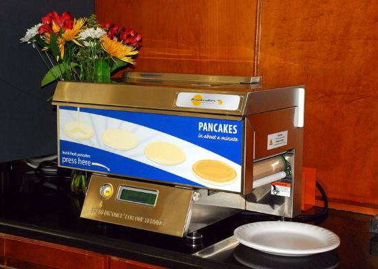 Holiday Inn Express Hotel & Suites Warrenton: Pancake Machine.