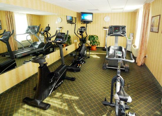 Holiday Inn Express Hotel & Suites Warrenton: 24 hour fitness center.