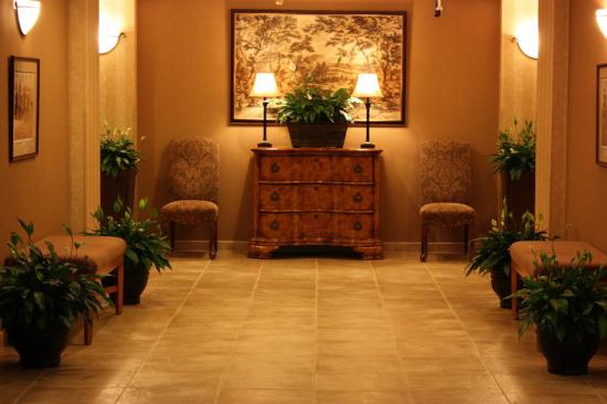 Holiday Inn Express Hotel & Suites Warrenton: Our lobby welcomes you!