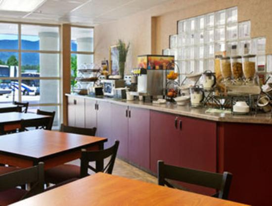 Microtel Inn & Suites by Wyndham Colorado Springs: Breakfast Area