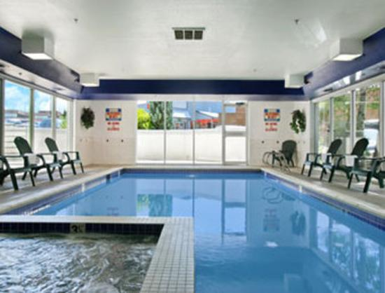 Microtel Inn & Suites by Wyndham Colorado Springs: Pool