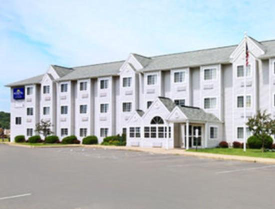 Microtel Inn by Wyndham Onalaska/La Crosse: Welcome to the Microtel Inn and Suite Onalaska