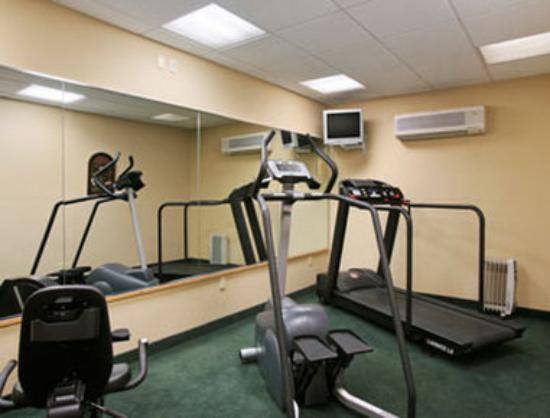 Ramada Inn at Bradley International Airport: Fitness Center