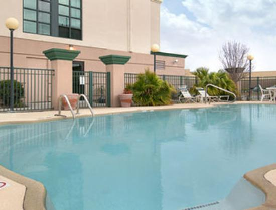 Wingate by Wyndham Biloxi / D'Iberville: Pool