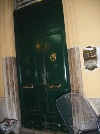 Residenza Ki Rome: Front door