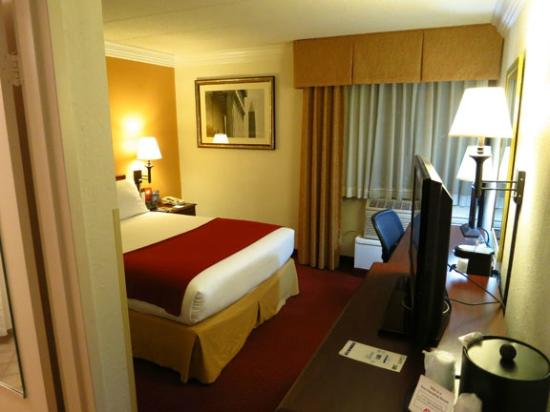 Holiday Inn Express Reston Herndon-Dulles Airport: Room 231
