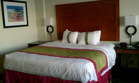 Holiday Inn Oceanside - Virginia Beach (21st): VERY comfy bed!