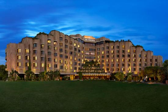 ITC Maurya New Delhi: Exterior Night View