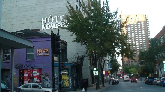 Hotel Dauphin Montreal Downtown: View of hotel from the street (behind the horror house)