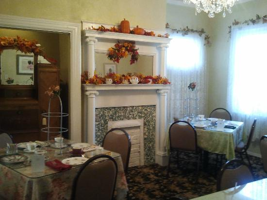 Festive decorations in tea room picture of alexandra 39 s for Alexandra decoration
