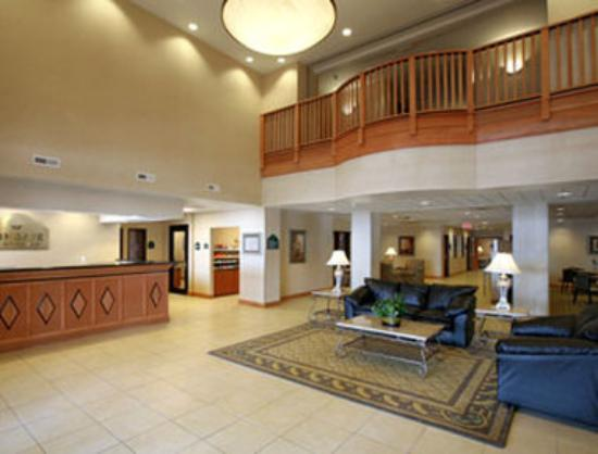 Wingate By Wyndham Champaign: Lobby