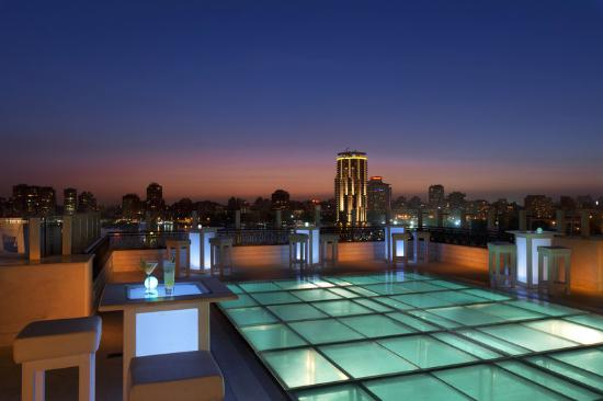 Kempinski Nile Hotel Cairo: Pool Night